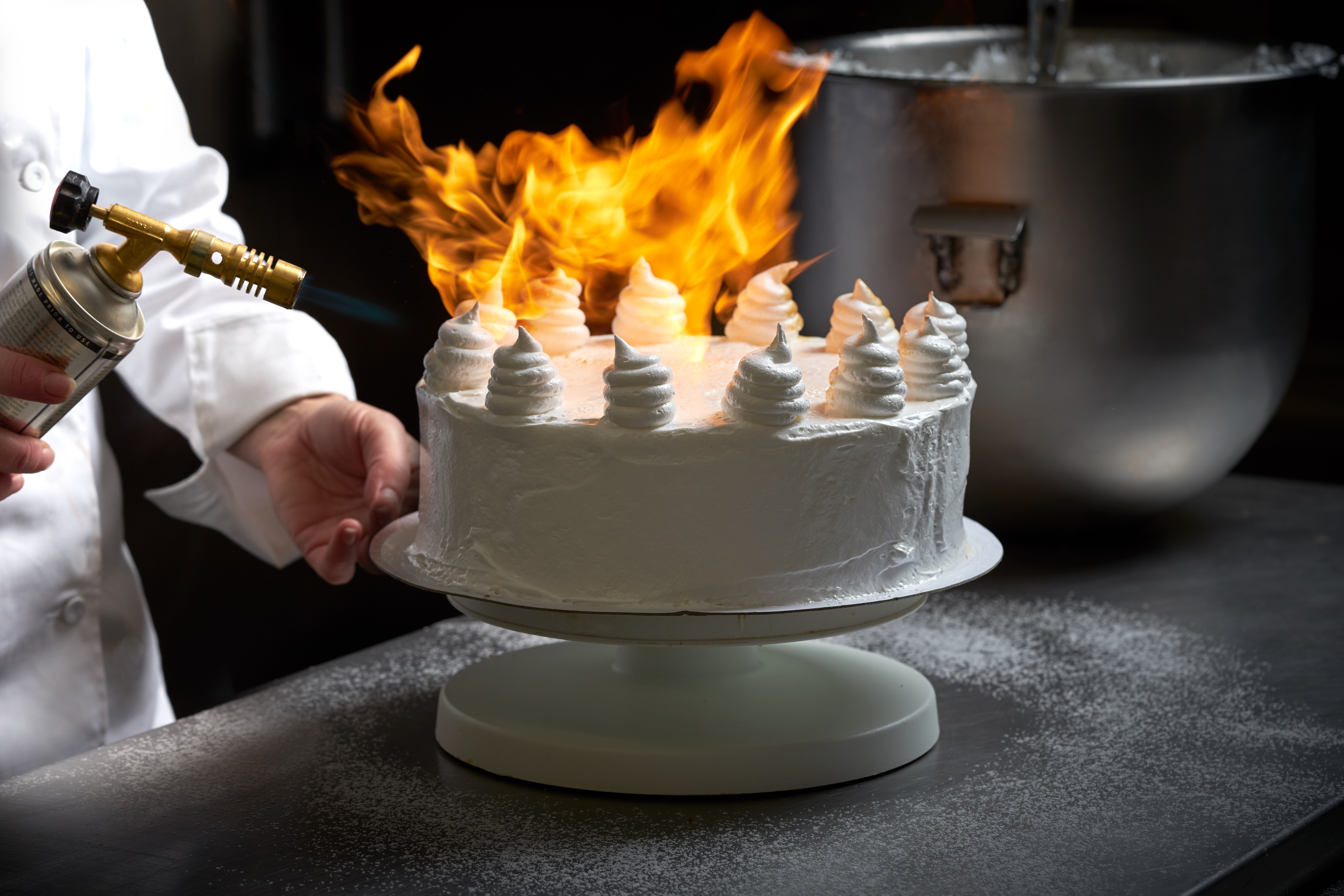 Produksjonbilder / production photography / cooking photography / flaming / cake / icing